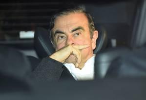 Carlos Ghosn deixa escritório de seus advogados após sair da prisão na última quarta-feira Foto: KAZUHIRO NOGI / AFP