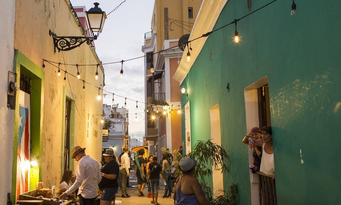 San Juan Antiguo, ou Old San Juan, é um dos bairros coloniais mais charmosos e ricos culturalmente da América Latina. Ele é um dos símbolos da recuperação da capital de Porto Rico um ano e meio após a passagem do furacão Maria pelo território dos EUA no Caribe Foto: Dennis M. Rivera Pichardo / The New York Times