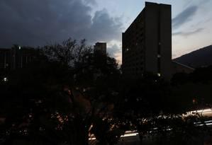 Caracas às escuras: apagão atingiu a maior parte da Venezuela Foto: IVAN ALVARADO / REUTERS