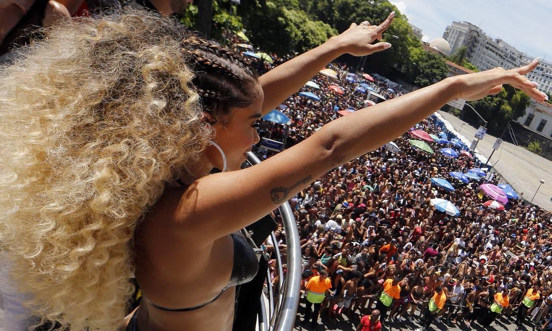 Bloco das Poderosas, de Anitta, desfilou pela Rua Primeiro de Marco, em 2018 Foto: Marcos de Paula / Agência O Globo