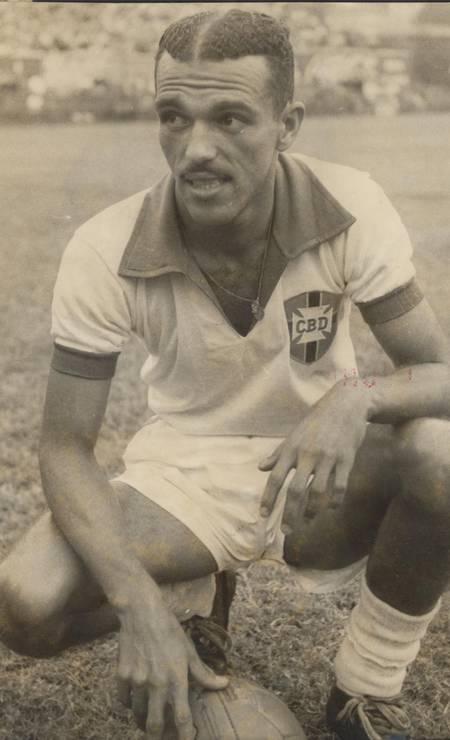 JAIR ROSA - Entre os brasileiros, Jair Rosa Pinto foi o maior artilheiro em uma edição da Copa América. Jogador marcou 9 gols na edição de 1949 Foto: Arquivo / Agência O Globo