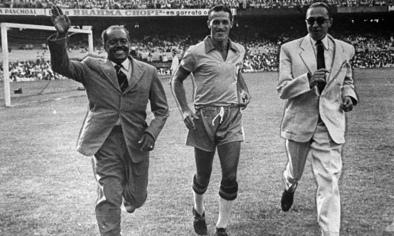 MANOEL RECO e ARTHUR FRIENDEREICH (à direita da foto) dividiram a artilharia na edição de 1919, a primeira em que o Brasil se destacou no maior número de gols Foto: Arquivo / Agência O Globo
