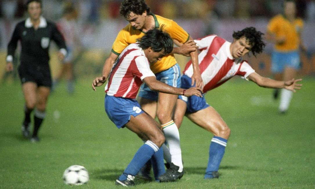 Dono de dois títulos (1953 e 1979), o Paraguai está desde o fim da década de 70 sem conquistar a Copa América. É uma das três seleções na prateleira das que venceram duas vezes a competição Foto: Hipólito Pereira / Agência O Globo