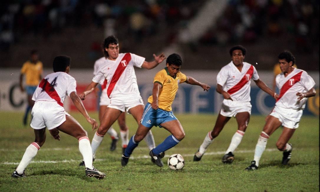 Também sem levantar o caneco desde a década de 70, a seleção do Peru é outra que tem dois títulos na competição: 1939 e 1975 Foto: Hipólito Pereira / Agência O Globo