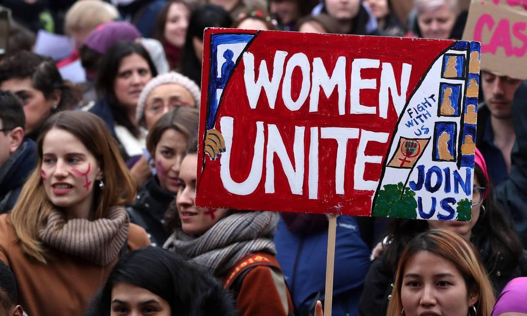 Manifestação marca o Dia Internacional da Mulher no centro de Bruxelas, na Bélgica Foto: YVES HERMAN / REUTERS