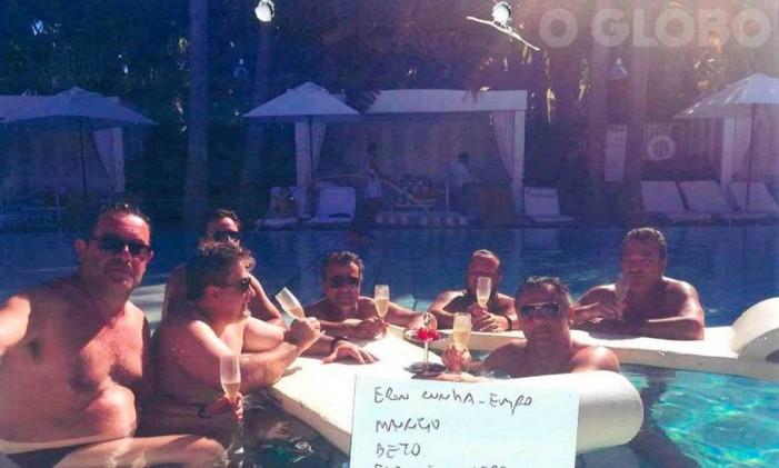 Ex-governador Beto Richa ao lado de empresários que tinham contratos com a sua gestão, na piscina do hotel Delano, em Miami Foto: Agência O Globo