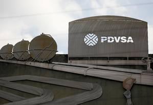 Fachada de prédio da petrolífera estatal venezuelana PDVSA em Caracas: maior empresa do setor na Rússia, a Rosneft comprou participações em campos de produção e emprestou dinheiro para o governo da Venezuela Foto: Carlos Garcia Rawlins/REUTERS/28-01-2019