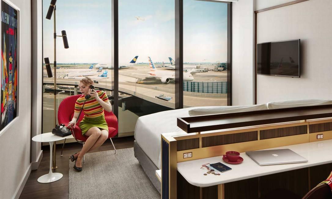 Muitos dos quartos têm vista para a pista de pouso e decolagem do JFK e contam com janelas especiais antirruído Foto: Divulgação