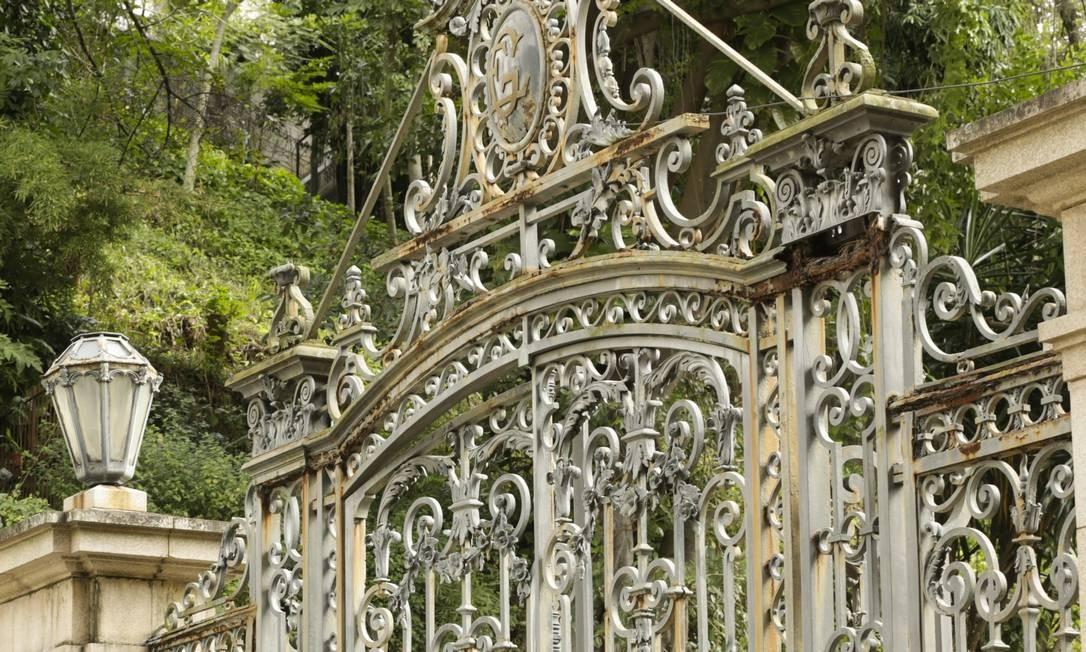Má conservação do portão histórico do Parque Guinle é alvo de reclamação de moradores e frequentadores Foto: Agência O Globo / Ggabriel de Paiva/19-6-2018
