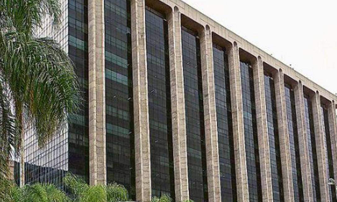 O Centro Administrativo São Sebastião, onde estão o gabinete do prefeito e a Secretaria de Urbanismo Foto: Guito Moreto / Agência O GLOBO