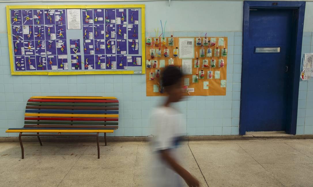 Muitas vezes, escolas não têm estrutura básica para receber recursos Foto: Daniel Marenco / Agência O Globo