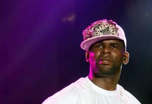 R. Kelly se apresenta em 2013: músico é alvo de documentário do Lifetime em que vítimas o acusam de abuso sexual Foto: Andrea De Silva / REUTERS