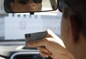 Prejuízo. Oldon Machado teve o cartão trocado ao pagar o táxi na véspera do carnaval: fraude lhe custou R$ 31 mil Foto: Fábio Guimarães / Fábio Guimarães
