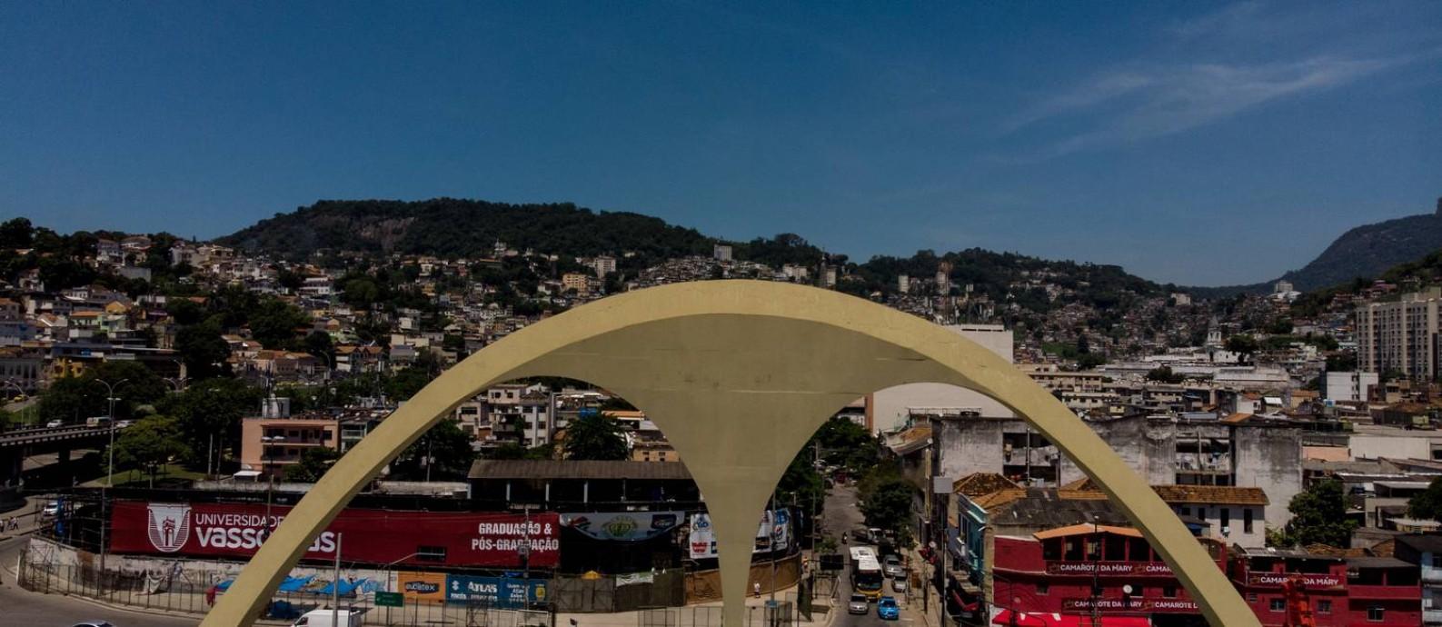 Os problemas no Sambódromo vão desde goteiras a fios de energia expostos Foto: Brenno Carvalho / Agência O Globo