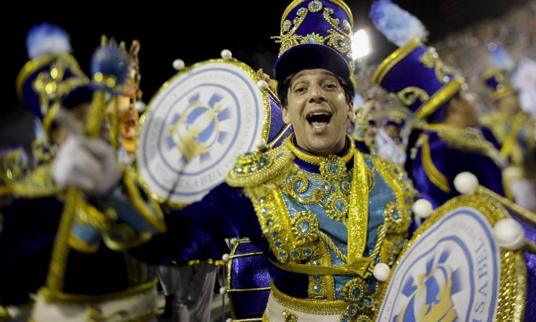 Bateria da Vila Isabel Foto: GABRIEL MONTEIRO / Agência O Globo