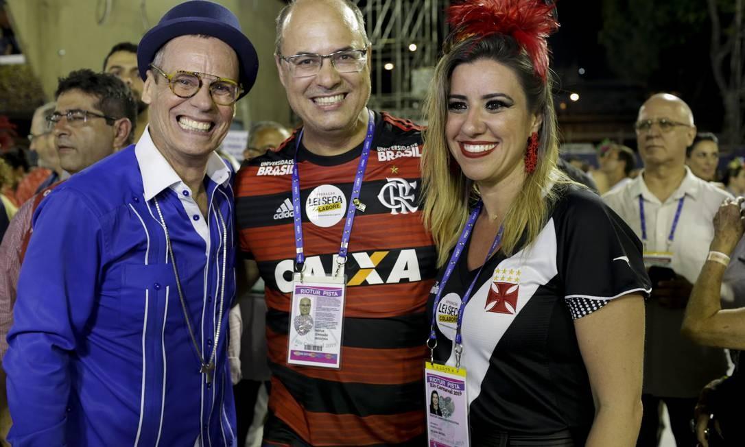 Carlinhos de Jesus, governador Wilson José Witzel e sua esposa Helena Witzel Foto: GABRIEL MONTEIRO / Agência O Globo