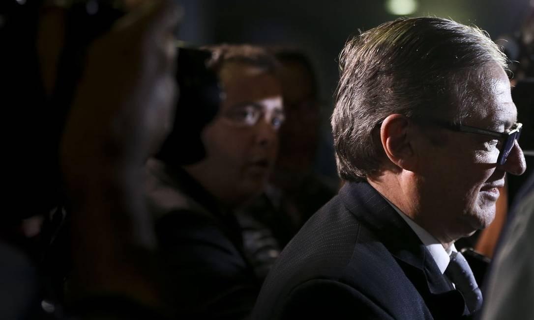 O ministro da Educação Ricardo Vélez Rodriguez foi chamado ao palácio para uma conversa com Bolsonaro; ministro enfrenta crise por disputas de espaço no MEC Foto: Marcelo Camargo / Agência Brasil