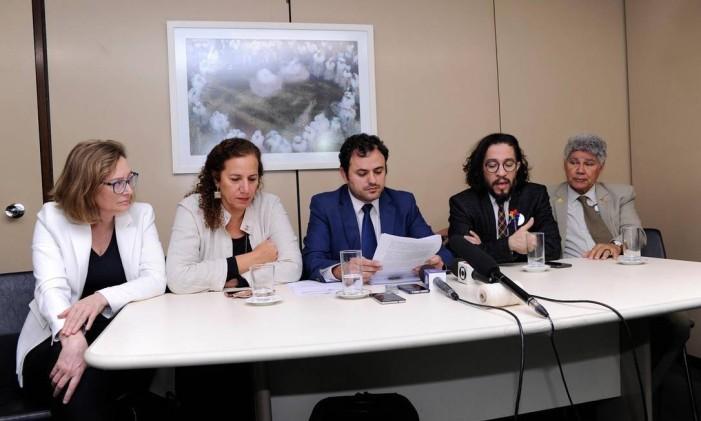 Membros da comissão reunidos para entrevista coletiva em Brasília Foto: Cleia Viana / Câmara dos deputados
