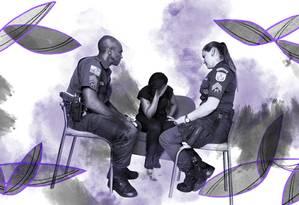 Policiais militares em visita a uma vítima de violência doméstica Foto: Márcia Foletto / Agência O Globo