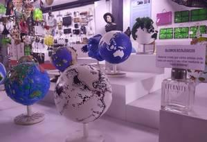 Galeria expõe globos ecológicos, visões distintas sobre o meio ambiente Foto: Thiago Lopes / Divulgação