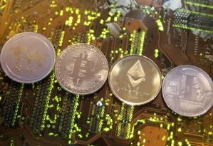 Representação de criptomoedas Foto: Dado Ruvic / Reuters