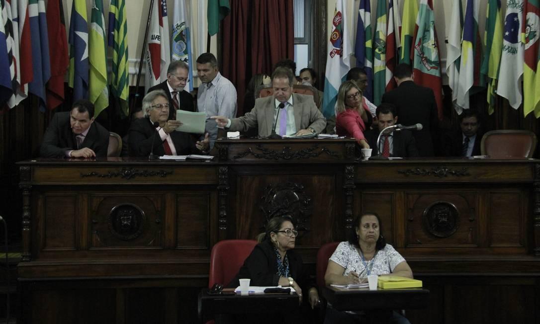 Sem efeito: no comando interino da Casa, Milton Cal (PP) emitiu nota suspendendo o projeto polêmico Foto: Sérgio Braga / Câmara Municipal de Niterói