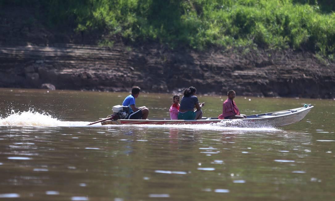 Barco no Rio Negro, afluente do Amazonas: disputa de domínio web. Foto: Fabiano Rocha / Agência O Globo