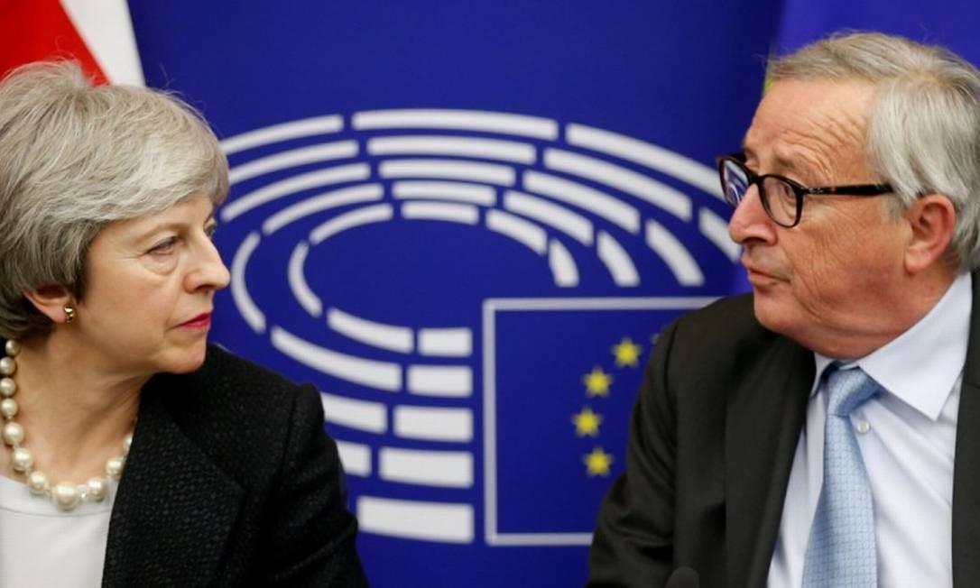 May e Juncker: tentativa de última hora sobre o Brexit Foto: Vincent Kessler / REUTERS