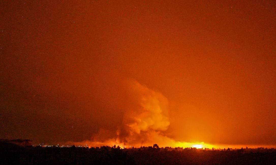 Forças lideradas pelos curdos atacaram o último reduto do Estado Islâmico no leste da Síria depois que centenas de pessoas se renderam Foto: BULENT KILIC / AFP