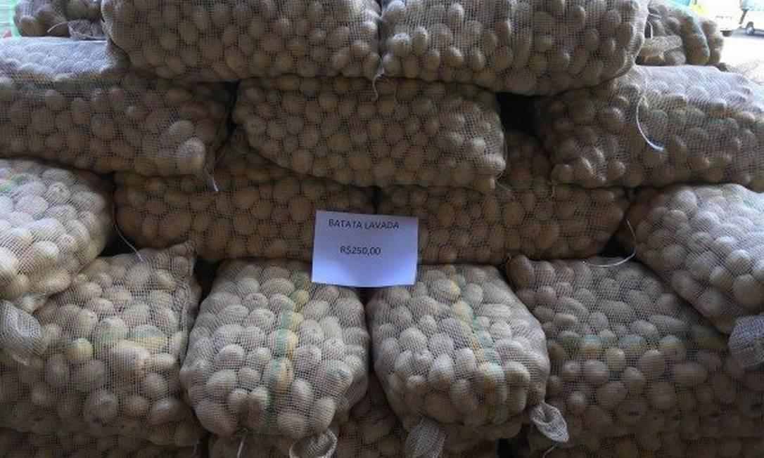 Sacos de batata na Ceasa: quilo chega a R$ 150 Foto: / Fabiano Rocha - Agência O Globo