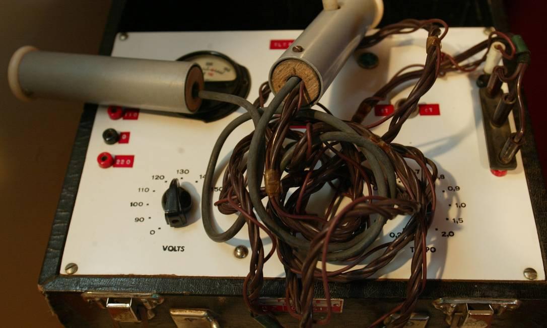 Aparelho de eletrochoque exposto no Museu da Loucura, em Barbacena, Minas Gerais. 22.05.2003 Foto: Berg Silva