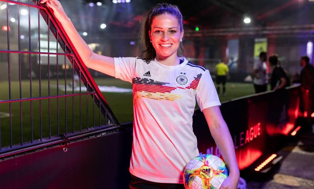 Camisa é inspirada no uniforme usado pela equipe feminina da Alemanha Ocidental quando o time conquistou seu primeiro troféu internacional no Campeonato Europeu, em 1989 Foto: Boris Streubel / Bongarts/Getty Images
