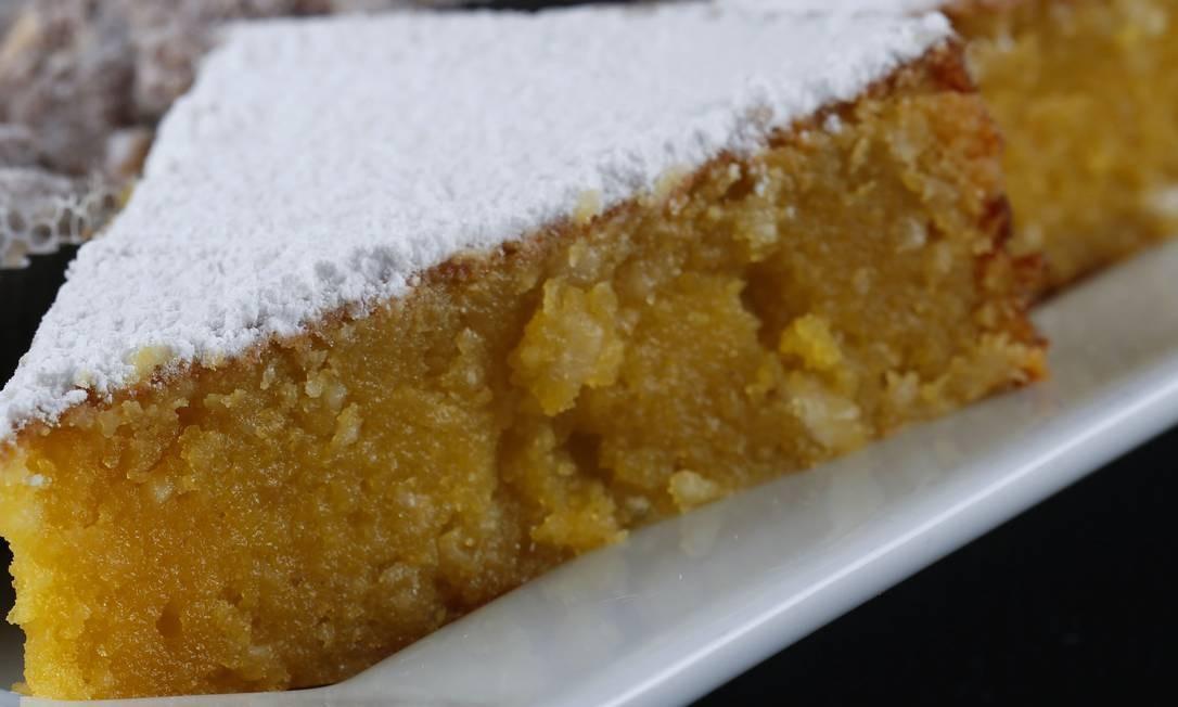 Le Dépanneur. A delicatessen tem um cantinho inteiro dedicado aos doces portugueses, como o toucinho do céu Foto: Fabio Rossi / Divulgação
