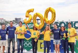 Atletas comemoram marca para os Jogos de Tóquio, na Marina da Glória Foto: Divulgação