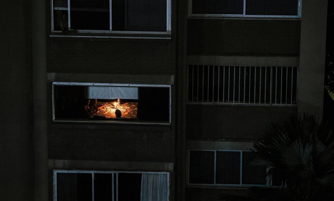 Caracas e boa parte da Venezuela estão sem energia desde o dia 7 de março. O blecaute deixo ugrande parte do país sem comunicações, água e eletricidade Foto: MATIAS DELACROIX / AFP