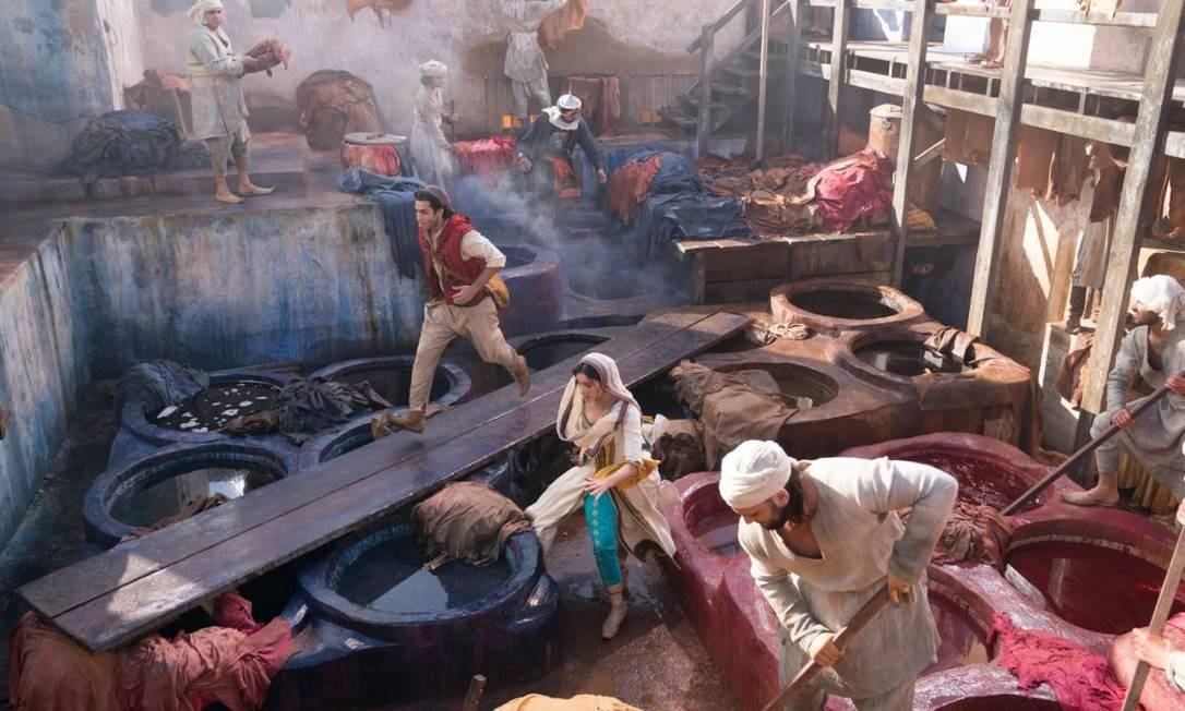 O remake de 'Aladdin', dirigido por Guy Ritchie, tem Will Smith, Mena Massoud e Naomi Scott no elenco Foto: Divulgação