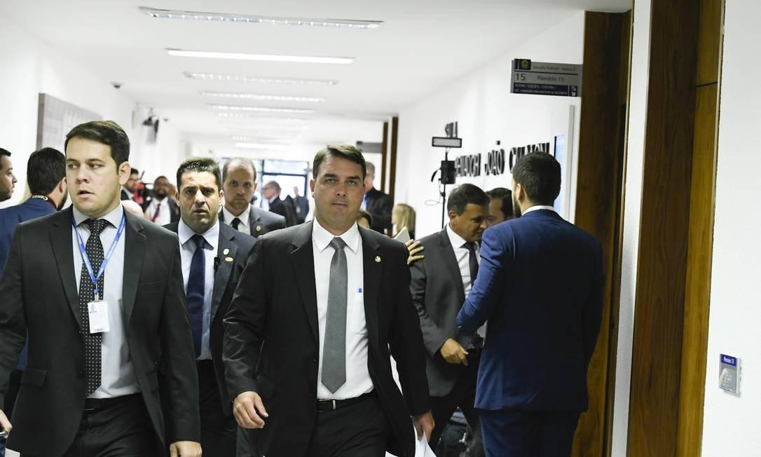 O senador Flávio Bolsonaro (PSL-RJ) tem sido escoltado em toda a sua movimentação no Senado Foto: Edilson Rodrigues / Edilson Rodrigues/Agência Senad