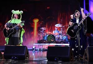 Kyle Gass e Jack Black em ação com o Tenacious D Foto: Casey Rodgers / Divulgação