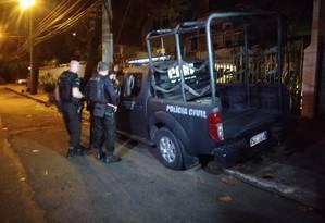 Desde as 4h equipes da Polícia Civil, da Core e do MP saem em comboios da DH Foto: Agência O Globo