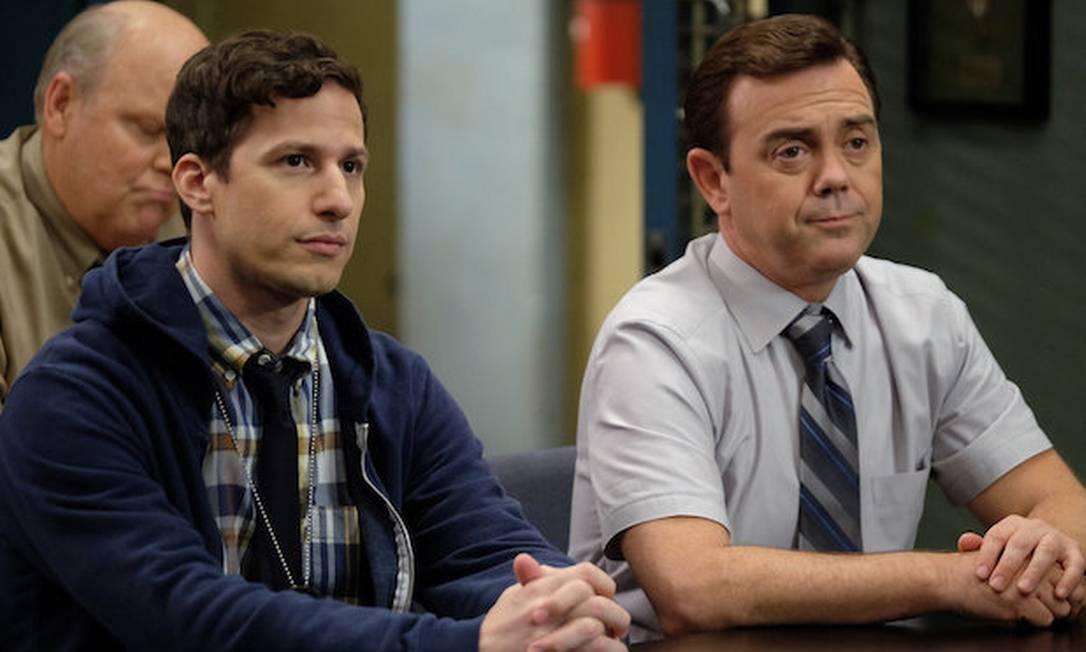 'Brooklyn Nine-Nine': os personagens Jake Peralta (Andy Samberg) e Charles Boyle (Joe Lo Trugilo) Foto: John P. Fleenor/NBC/Divulgação