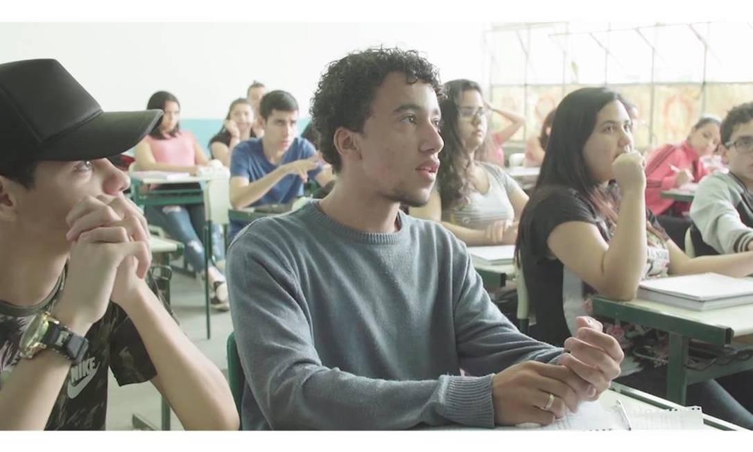 Eleições. ''Eleições' registrou, em três meses sem sair dos muros de uma escola, campanhas de quatro 'partidos' à presidência do grêmio. O resultado é um filme perspicaz sobre expressões de diversidades — da opção sexual à religiosa — e visão social de jovens urbanos brasileiros do século XXI', Susana Schild Foto: Divulgação
