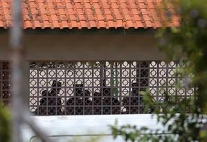 Policiais na escola estadual Raul Brasil, em Suzano, após ataque Foto: AMANDA PEROBELLI / REUTERS