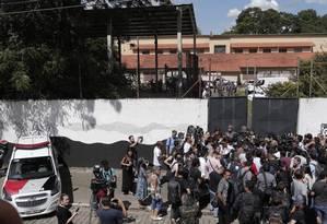 Dois ex-alunos invadiram e escola e atiram contra estudantes e funcionários Foto: Agência O Globo
