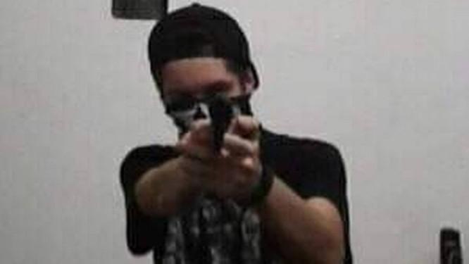 Atirador Postou Fotos Com Máscara E Arma Em Uma Rede