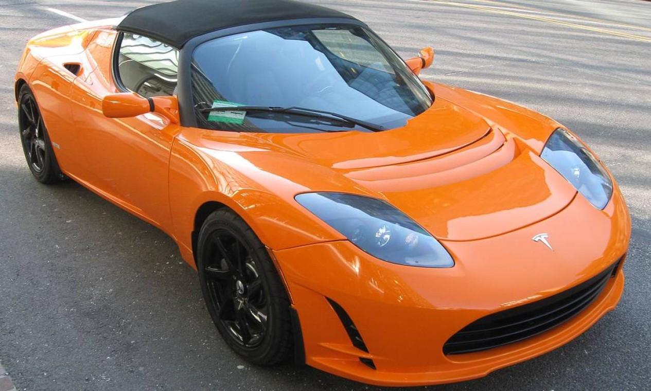 O Tesla Roadster, carro elétrico do tipo desportivo e primeiro produzido pela Tesla Motors. Produção iniciada em 2008 Foto: Dovulgação