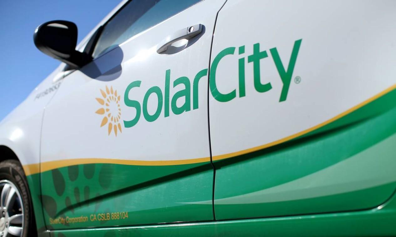 Carro da SolarCity. Empresa comercializa, fabrica e instala painéis solares residenciais e comerciais nos Estados Unidos Foto: Mike Blake / REUTERS