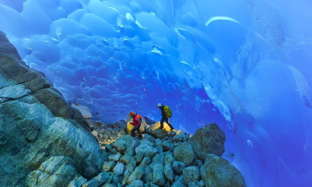 Cientistas franceses em turnê no arquipélago de Madre de Dios, no sul do Chile. O governo chileno busca o status de patrimônio mundial natural da UNESCO para Madre de Dios, um arquipélago da Patagônia chilena Foto: HO / AFP