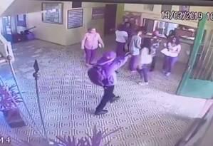 Video da câmera de segurança da escola Raul Brasil, em Suzano, mostra ação dos assassinos Foto: Agência O Globo