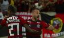 Éverton Ribeiro comemora com Bruno Henrique o gol Foto: Alexandre Cassiano