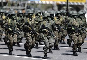 Militares: benefícios ampliados para inclusão na reforma da Previdência. Foto: Jorge William / Agência O Globo